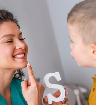 Fonoaudiologa com Criança
